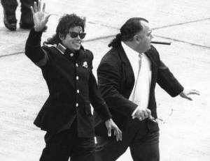 http://vindicatemj.files.wordpress.com/2011/09/frank-dileo-and-mj.jpg?w=300&h=231