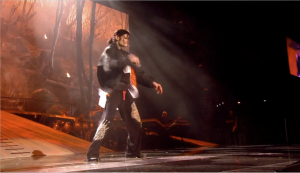 Earth Song on the last day of rehearsals. Michael wore layers of clothes and was cold again.