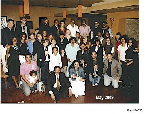 A big gathering in May 2009. The 60th anniversary of the Jacksons' marriage [ABC7]