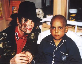 """Santiago, 1993. Frank about MJ: """"What was nearly impossible for us to comprehend was that, at the same time as Michael was giving us a life-changing experience, he was enduring one of the hardest times of his own life.And while his performances never suffered during this time of trial, he himself did. He'd said, """"I have rhinoceros skin. I'm stronger than all of them,"""" but Eddie and I could see the truth behind the bravado."""""""