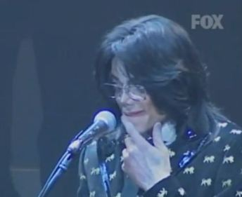 Japan 2007. MJ listens to fans screaming