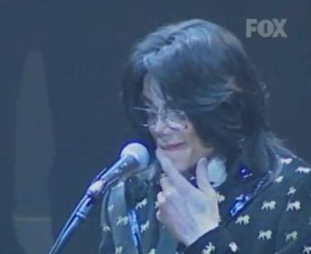 Japan 2007. MJ listens to fans screaming