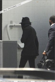 May 12, 2009 Michael is caught by paparazzi arriving at Burbanks for a rehearsal