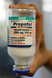 Michael received more than TWO BOTTLES OF PROPOFOL that night - 100ml each. 200ml of Propofol is big enough for SEVERAL anesthetic procedures. The syringe found by police was a 10ml one. To inject 200ml of Propofol himself Michael would have had to make TWENTY syringe injections of straight Propofol or FORTY if mixed with Lidocaine. Even technically it was IMPOSSIBLE.