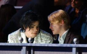 Michael Jackson and Macaulay Culkin pictured together in 2001
