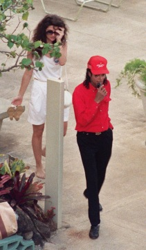 Kahala Hilton hotel. MJ and unknown woman