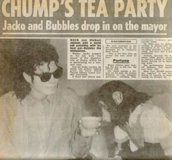 Bad tour - Jacko and Bubbles drop in on the mayor