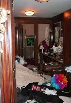 neverland-bathroom-after-the-police-raid1