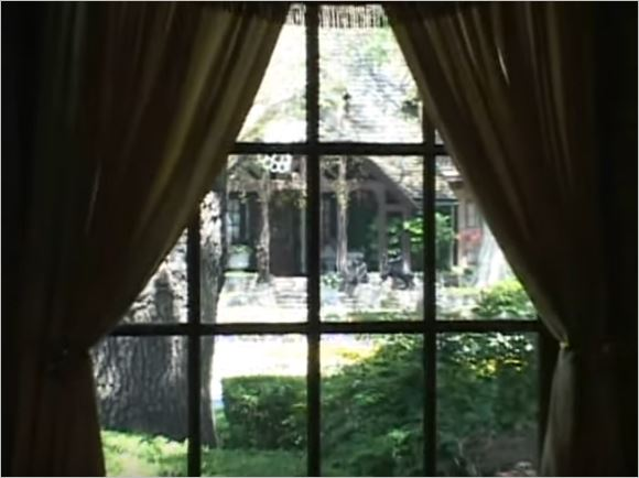neverland-guest-house-overlooks-the-main-house