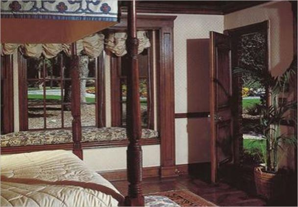 neverland-guest-house-overlooks-the-main-house1