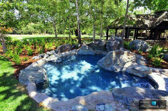 neverland-hot-tub