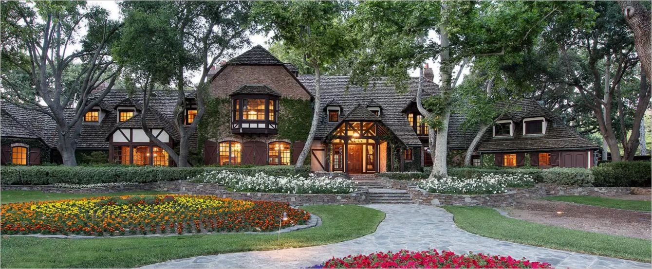 neverland-main-house-front